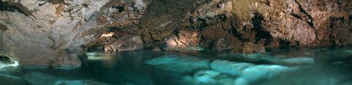 Jezero v Bozkovských dolomitových jeskyních je považováno za největší podzemní jezero svého druhu Čechách. Foto Miloslav Hájek